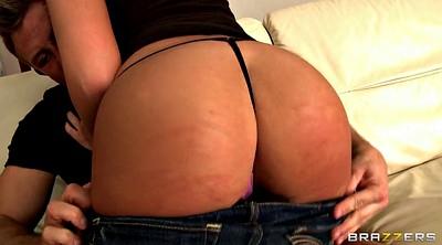 Emma butt, Ass show